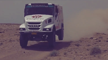 InstaForex Loprais Team: test drive di gurun pasir Afrika